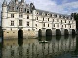川に架かる城