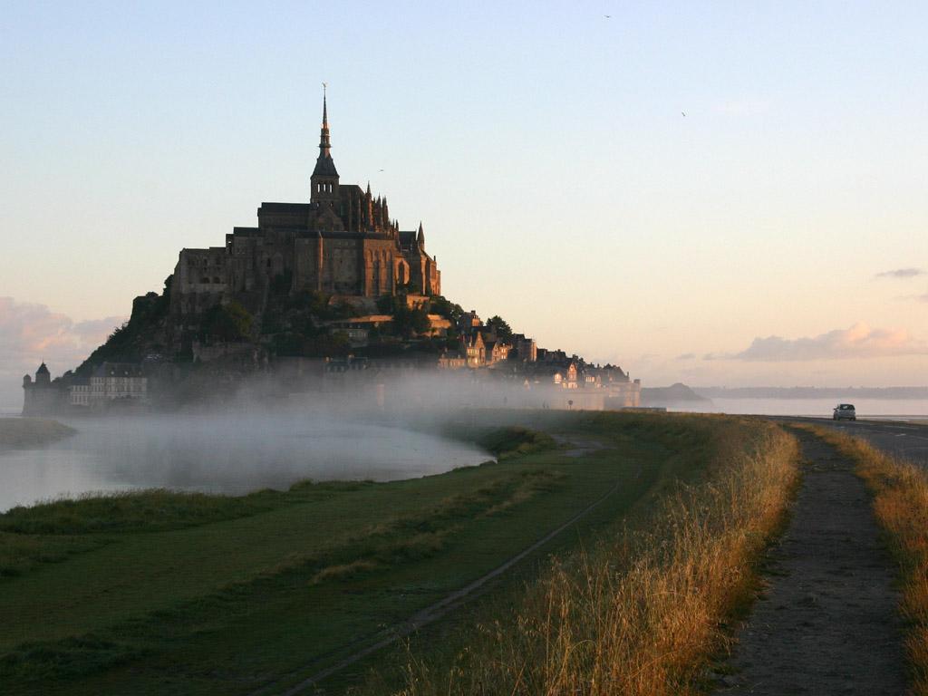 霧に浮かぶモンサンミッシェル