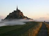 朝霧のモンサンミッシェル(ワイド・高画質)